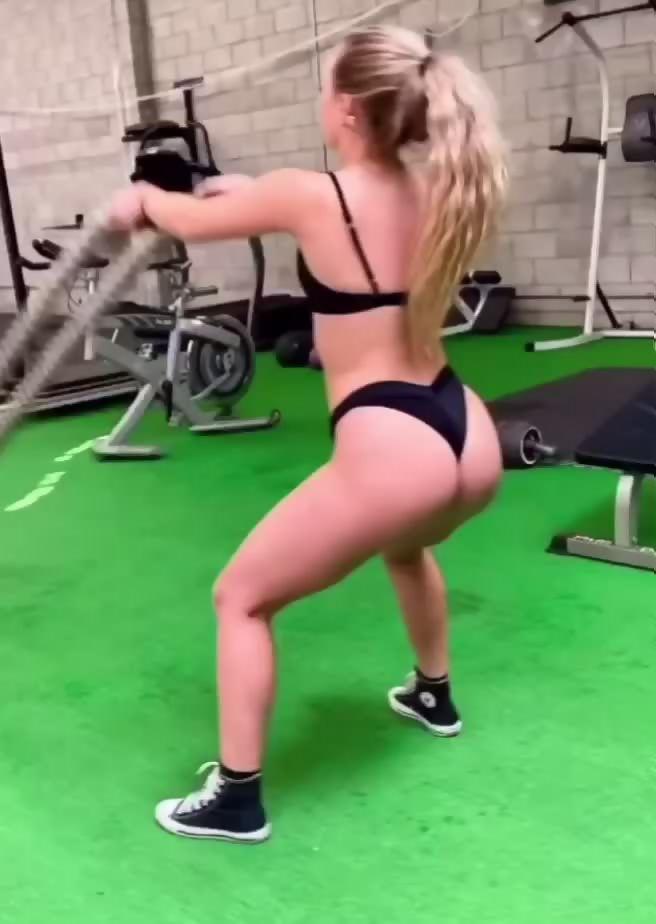 Katie Sigmond  nackt