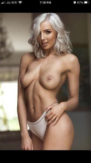 Nackt Kelly Cunningham  Emma Roberts